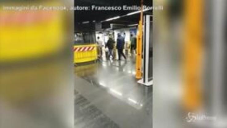 Napoli, varco aperto della metropolitana: orde di portoghesi entrano senza obliterare