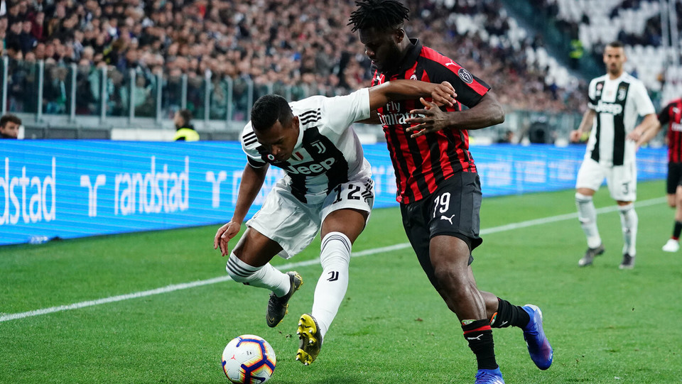 Alex Sandro (Juventus) e Franck Kessié (Milan) ©