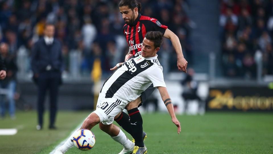 Ricardo Rodriguez (Milan) e Dybala (Juventus) ©