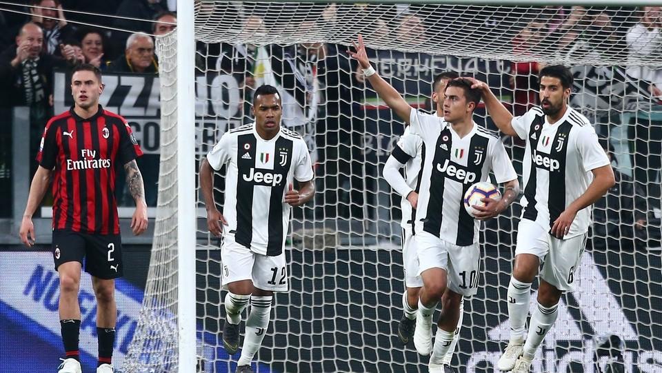 Dybala esulta dopo il gol ©