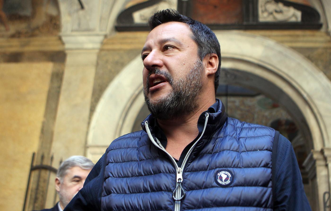 """Def, Salvini: """"Flat tax dovrà essere presente"""". M5s: """"Noi siamo stati più leali della Lega"""""""