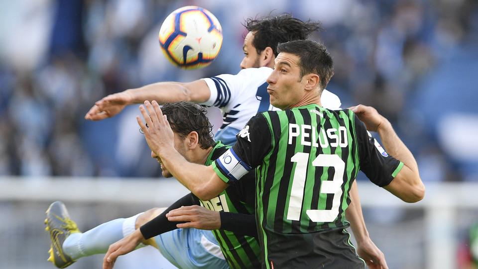 Peluso (Sassuolo) e Marco Parolo (Lazio) ©
