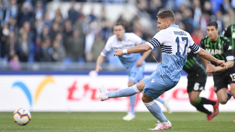 Rigore per la Lazio, lo batte immobile e lo trasforma in gol ©