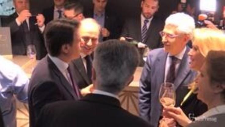 Vinitaly, il premier Conte brinda con D'Alema