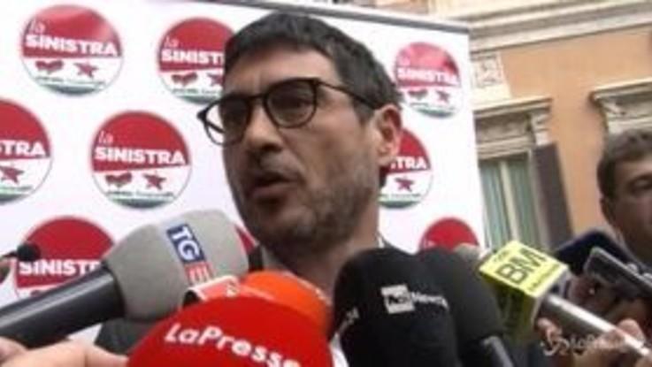 """Europee, 'la Sinistra' presenta il suo simbolo. Fratoianni: """"Sì alla patrimoniale"""""""