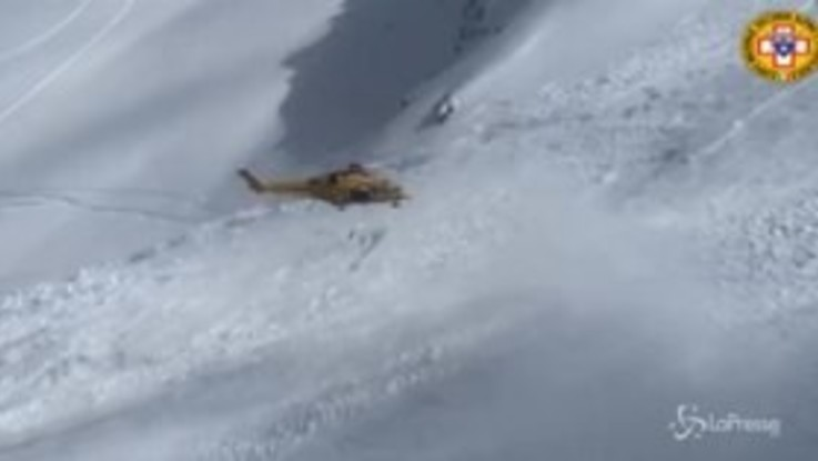 Valanga a Pila: il soccorso alpino sorvola la zona