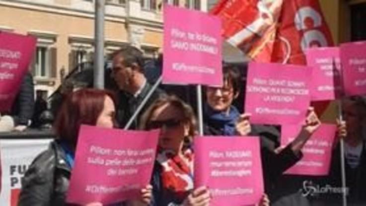 """""""No al ddl Pillon"""": il presidio delle femministe davanti a Montecitorio"""
