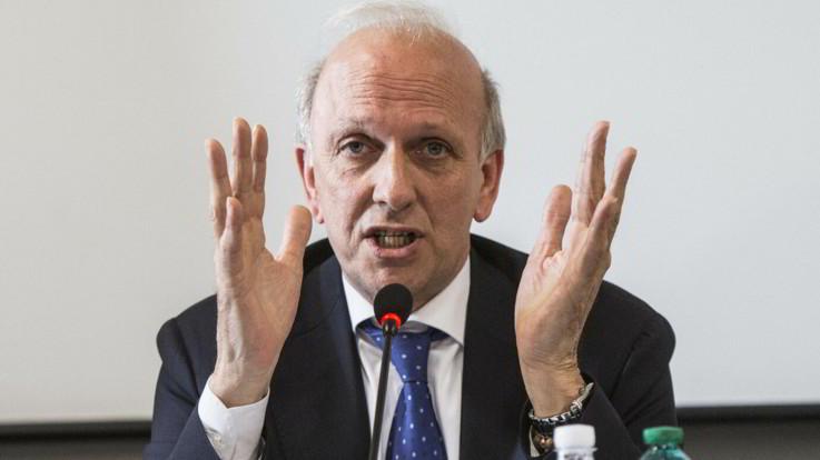 """""""Prima gli studenti italiani"""": bufera sul ministro Bussetti"""