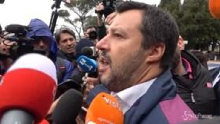 """Salvini: """"Le scorte vanno riviste, i poliziotti non sono autisti né camerieri"""""""