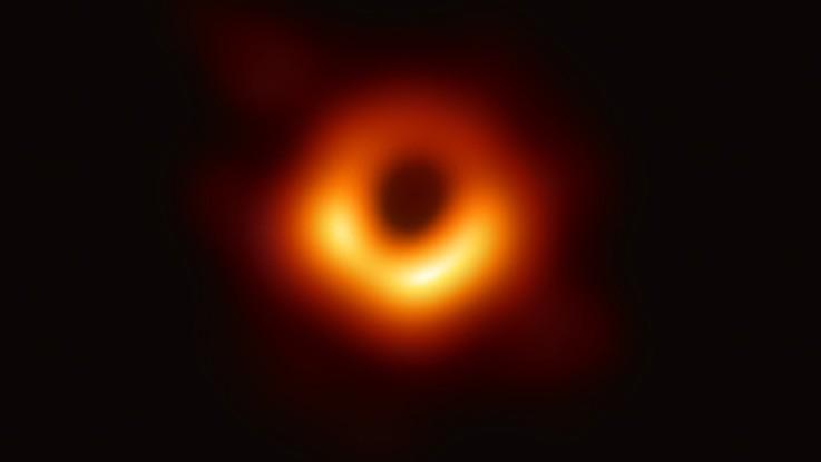 Ecco com'è un buco nero: la prima foto reale al mondo