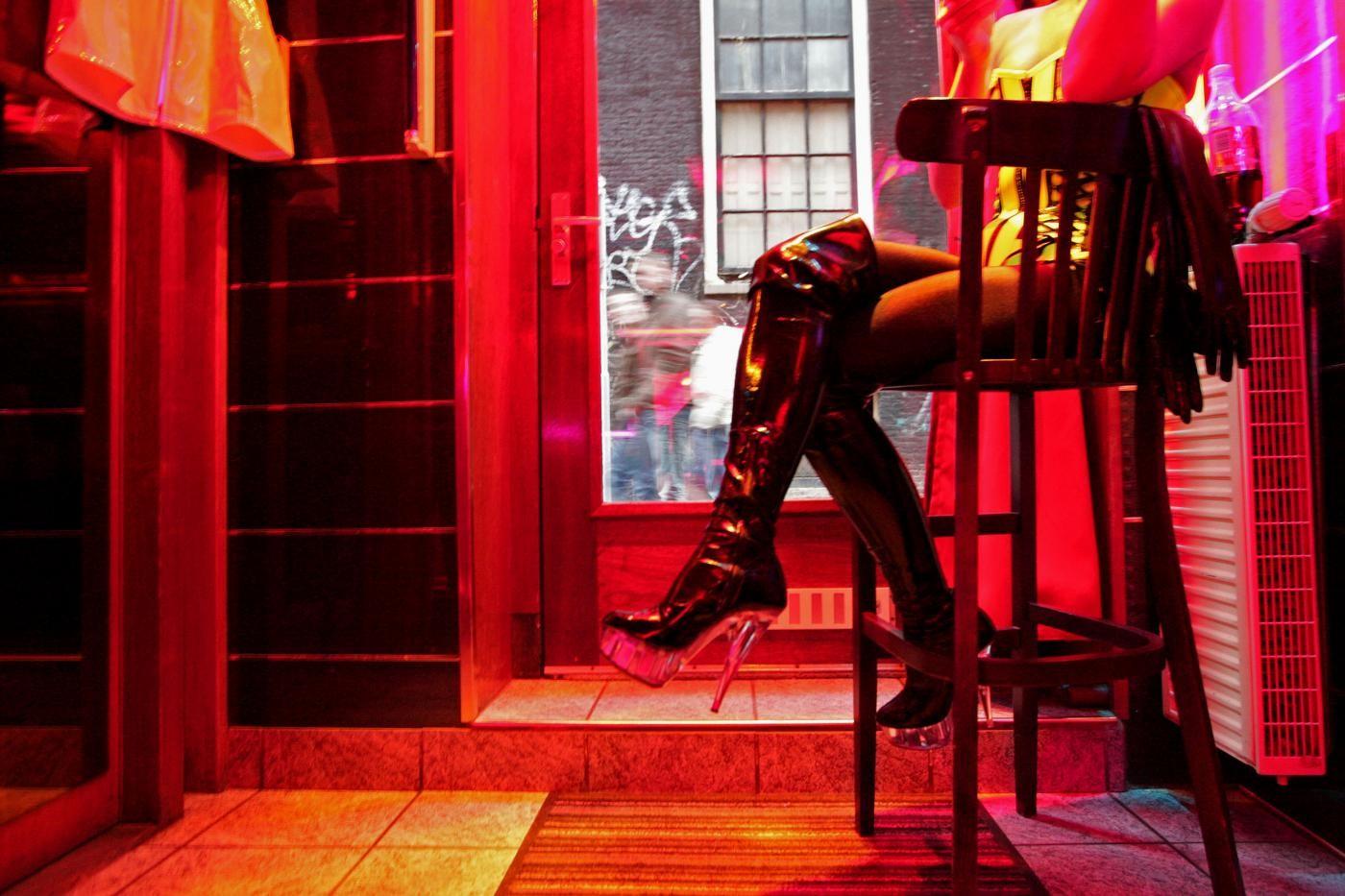 """""""Punire i clienti delle prostitute"""": 42mila giovani firmano petizione in Olanda"""