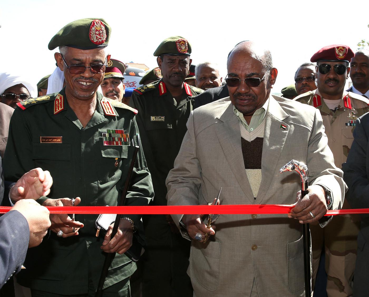 """Sudan dopo il golpe: """"Faremo un governo civile. Bashir non sarà estradato"""""""