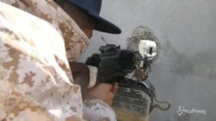 Libia, continuano combattimenti tra le forze di Haftar e Serraj