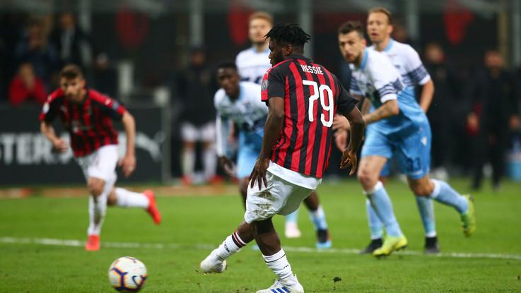 Rigore e tensione, il Milan batte la Lazio 1-0. Champions vicina