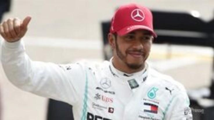 F1, doppietta Mercedes in Cina. Vince Hamilton