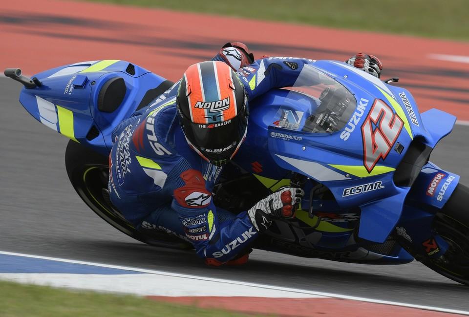 Moto Gp, ad Austin cade Marquez, ma trionfa la Suzuki di Rins davanti a Rossi
