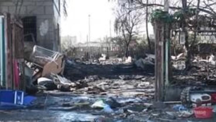 Milano, fiamme nel campo rom di via Bonfadini