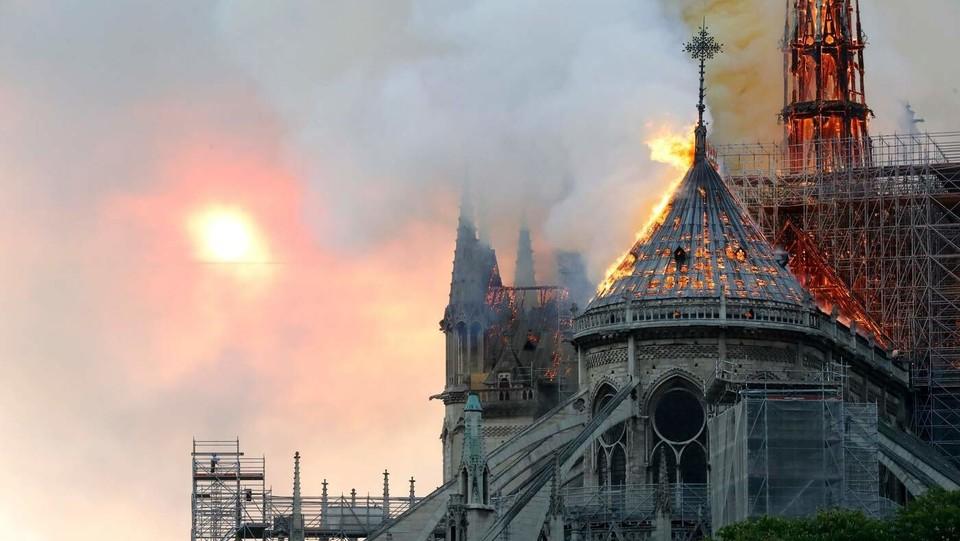 Parigi, brucia la cattedrale di Notre Dame. E' un o dei monumenti gotici più importanti del mondo. Il più visitato d'Europa ©