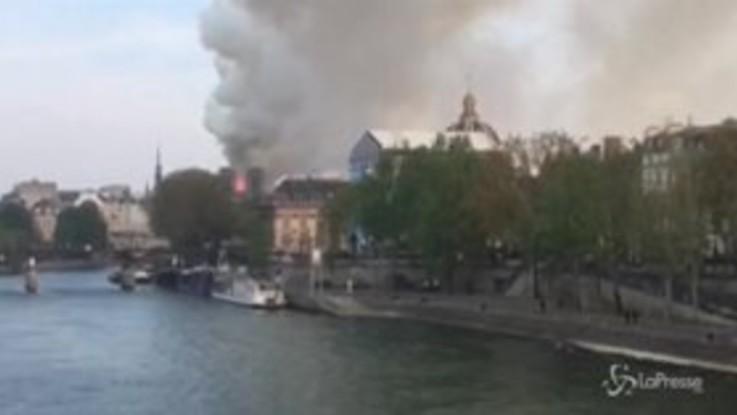 Notre-Dame, a fuoco la cattedrale di Parigi