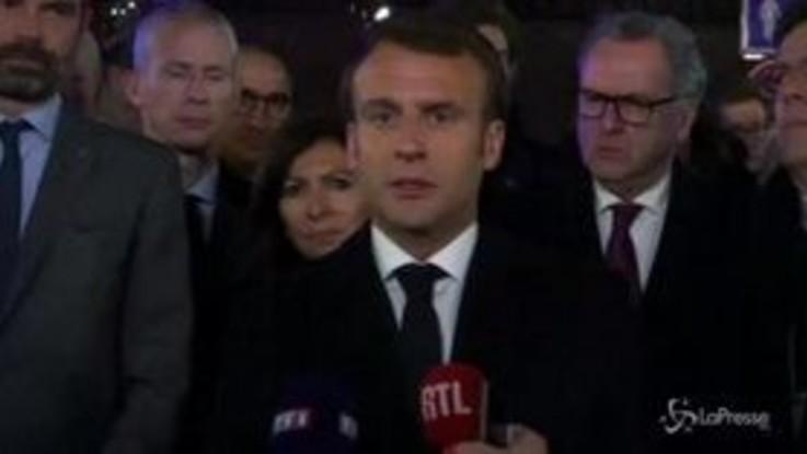 "Macron promette: ""Notre-Dame sarà ricostruita"""