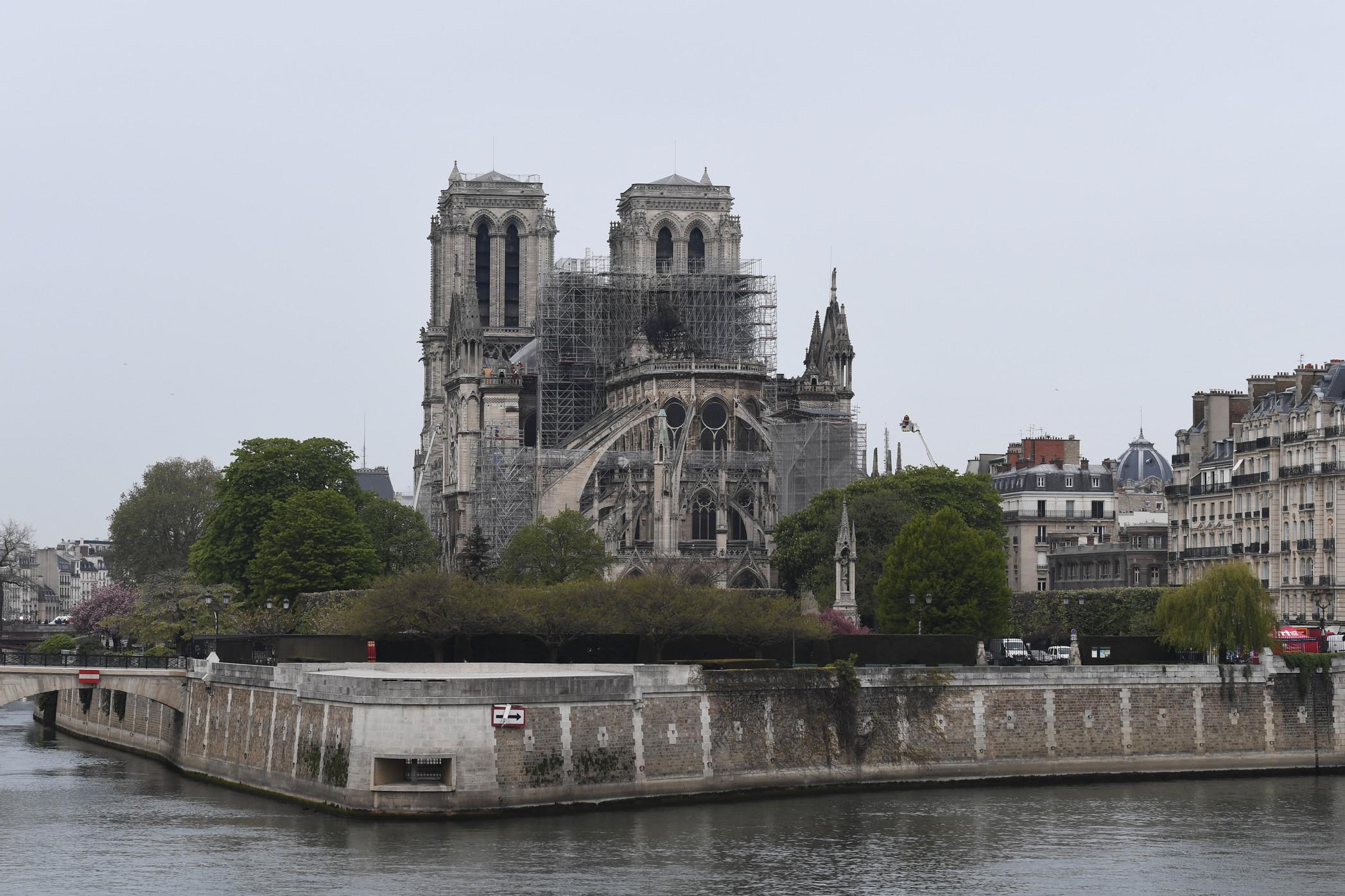 """Notre-Dame, Macron: """"5 anni per ricostruirla"""". Le prime donazioni superano i 600 milioni"""