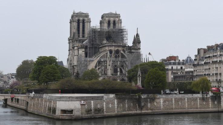 Notre-Dame, spento l'incendio. La Procura apre un'inchiesta per disastro colposo