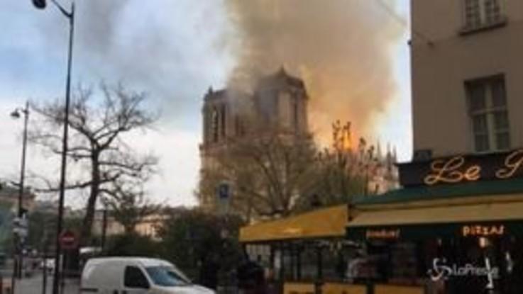 Notre-Dame, dalle prime fiamme all'incendio domato: l'evoluzione del rogo