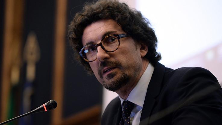 """Indagine Sea Watch, Toninelli punzecchia: """"Non me la vendo come medaglia al valore come fa Salvini"""""""