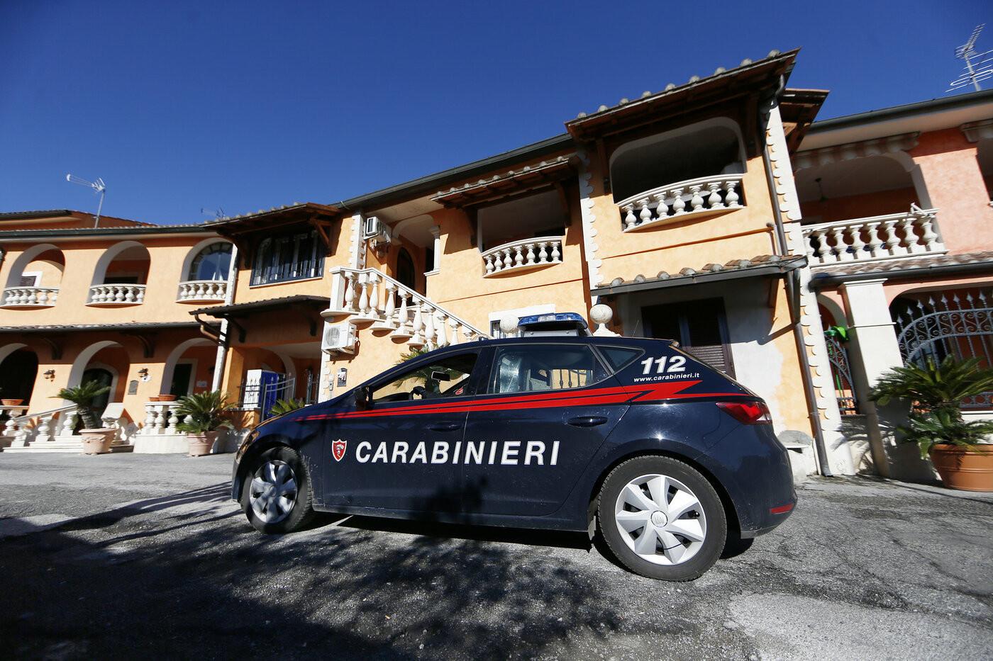 Ancora un femminicidio: donna uccisa a coltellate a Cassano Jonico