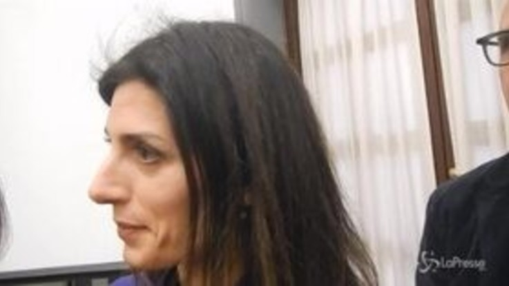 "Roma, Raggi: ""Se Salvini è Batman io sono Wonder Woman"""