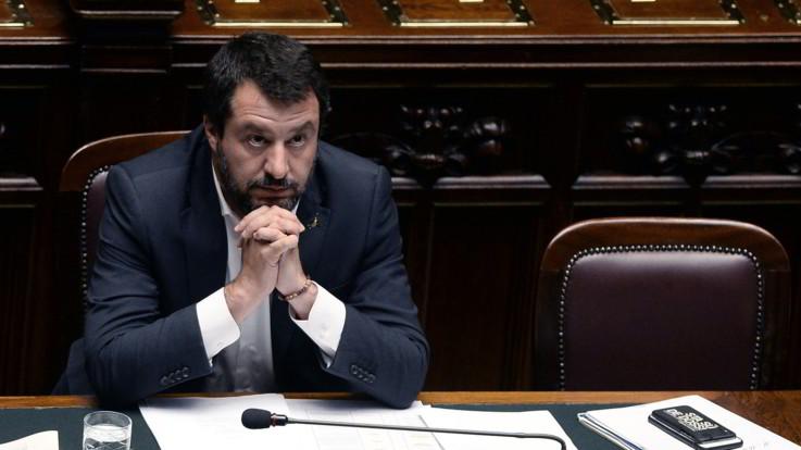 """Direttiva sugli sbarchi, Salvini: """"Nessuno scontro con vertici militari"""". Ma lo Stato Maggiore: """"Dipendiamo dalla Difesa"""""""