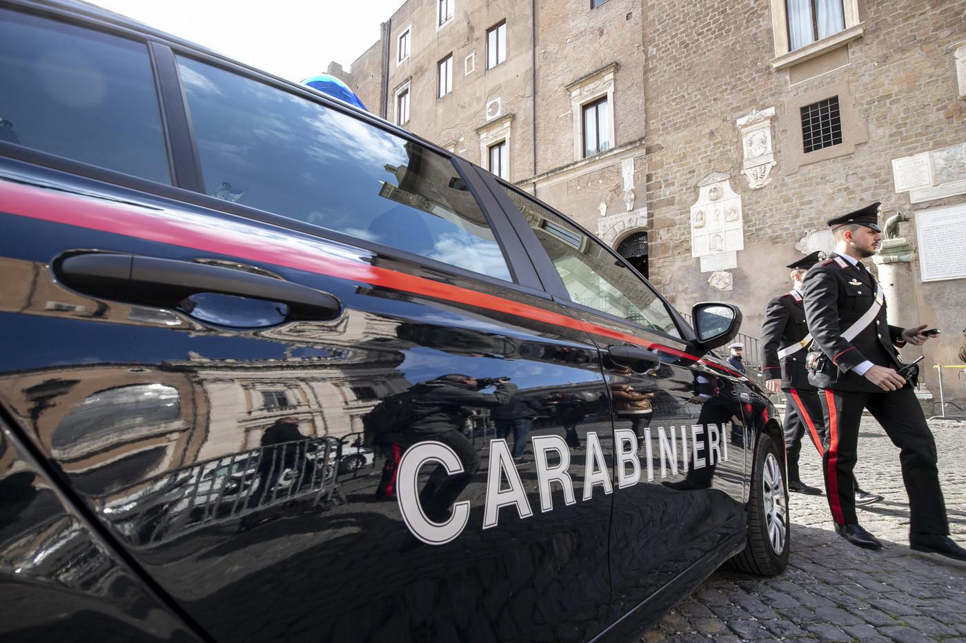 Pisa, facevano prostituire figlia 13enne: indagati i genitori e due uomini