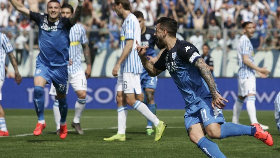 Francesco Caputo esulta dopo aver segnato il gol del 1-0 ©