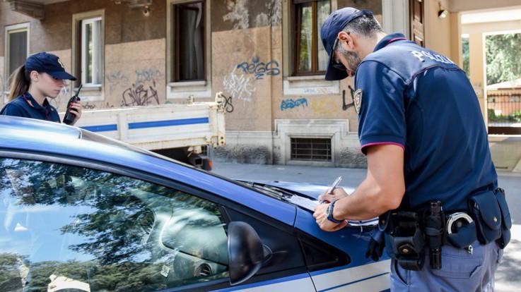 """Torino, ragazza denuncia: """"Io merce di scambio per droga, mi hanno violentata"""". Un fermo"""