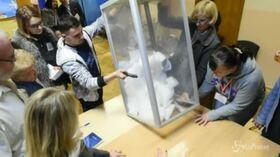 Ucraina, lo spoglio dei voti per le presidenziali: vince Zelensky