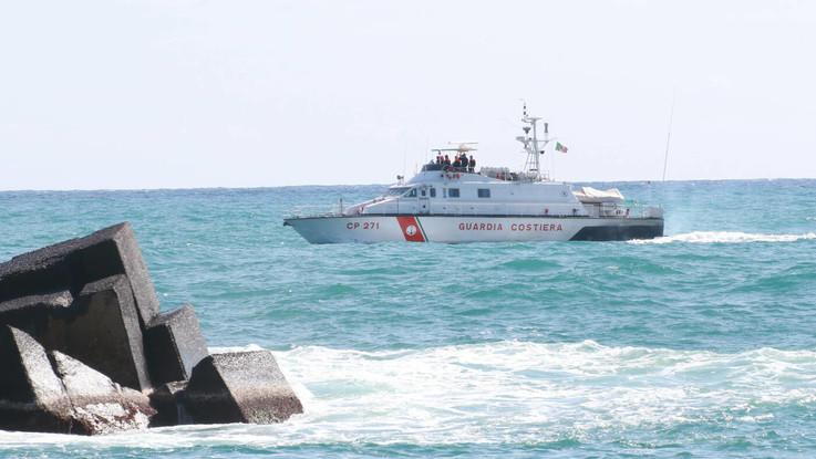 Sardegna, morto un turista francese per il maltempo: la barca a vela ribaltata dal vento
