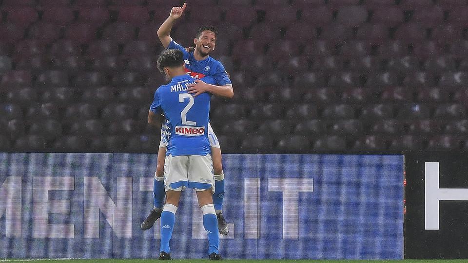 Mertens esulta dopo il suo gol iniziale ©