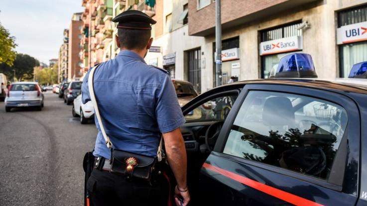 Milano, donna trovata morta in casa: figlio 21enne fermato per omicidio