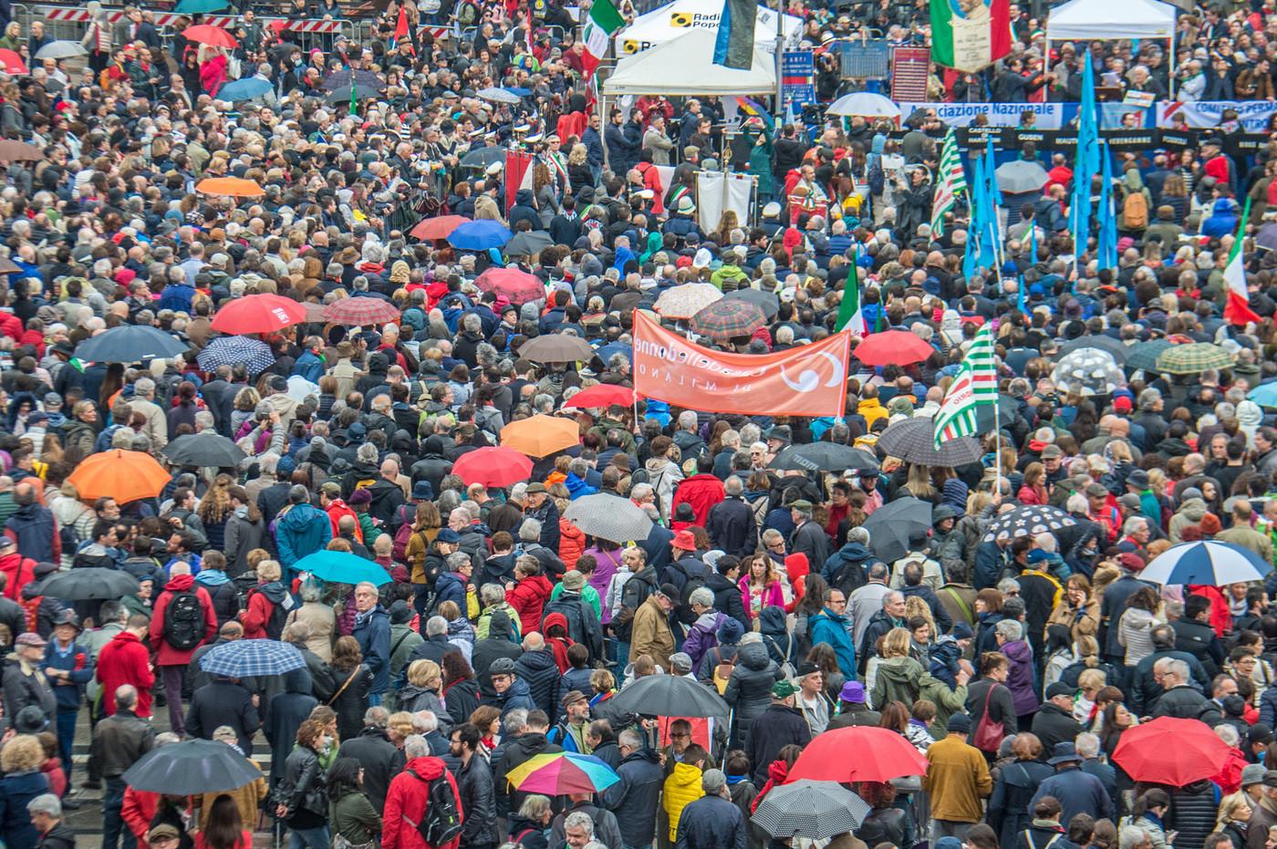 """25 aprile, oltre 70mila al corteo dell'Anpi a Milano. Landini a Salvini: """"Lotta alla mafia va ricordata sempre, non solo oggi"""""""