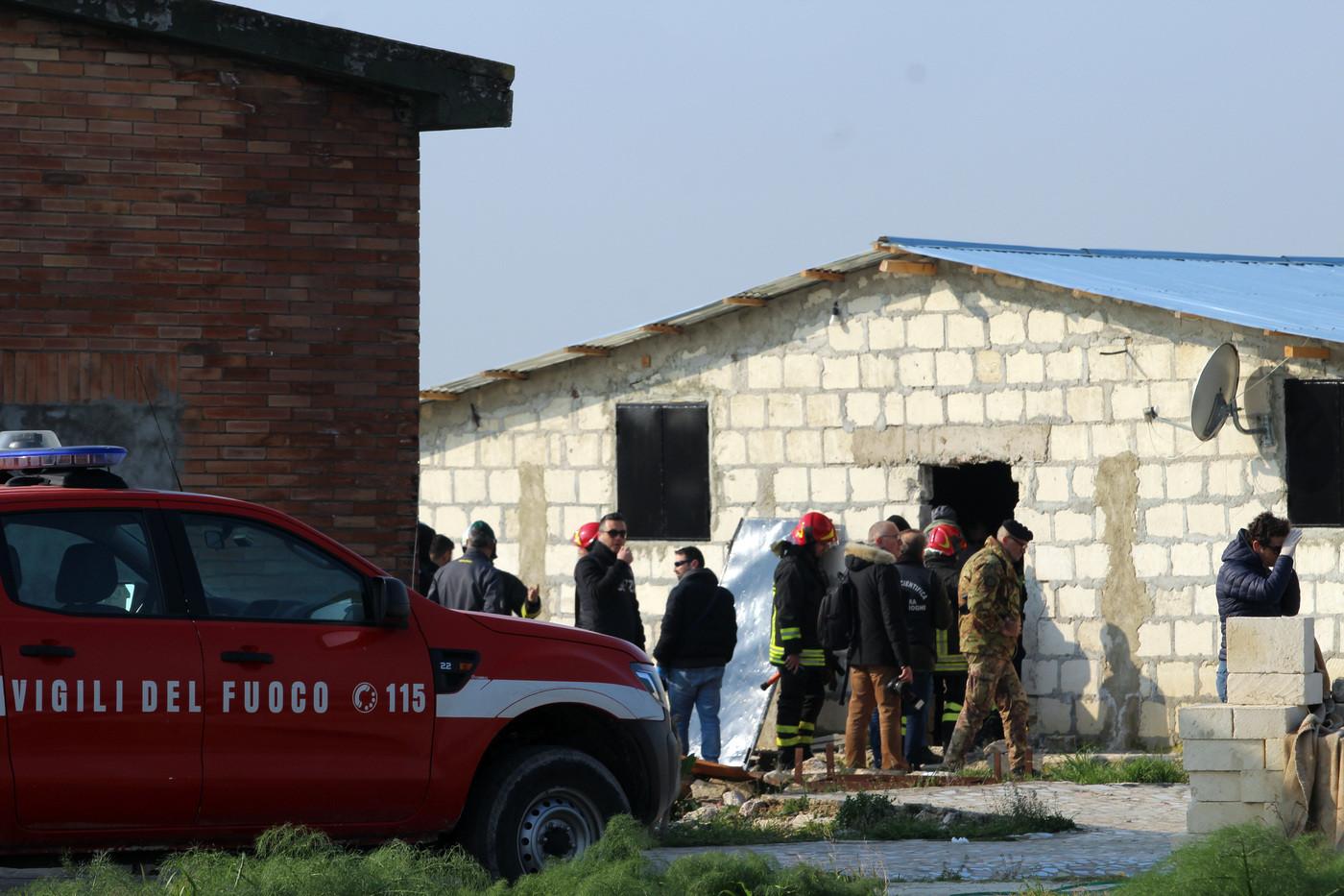 Foggia, incendio nella baraccopoli di Borgo Mezzanone: morto un migrante