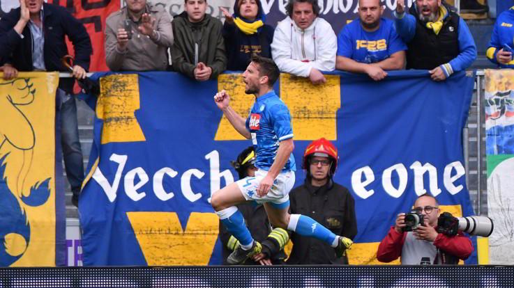 Serie A, Napoli espugna Frosinone: Mertens segna ed eguaglia Maradona