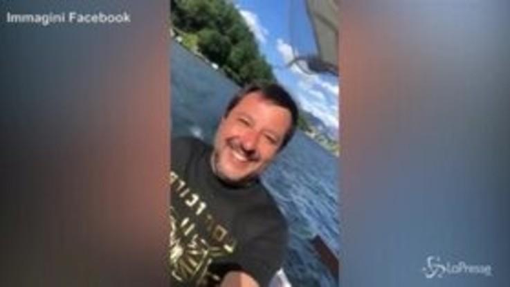 """Salvini sul lago di Como:""""Controllo che non ci siano barconi all'orizzonte"""""""
