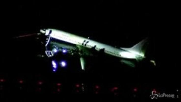 Florida, aereo esce fuori pista e finisce scivola nel fiume