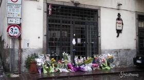 Viterbo, i fiori davanti al negozio del commerciante ucciso