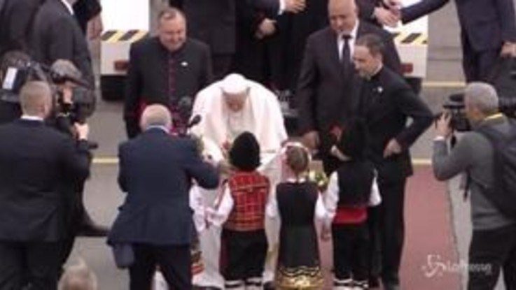Papa Francesco arriva in Bulgaria