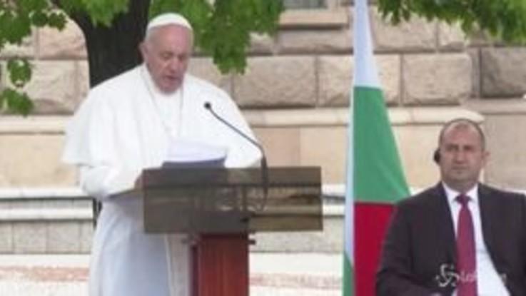 """Migranti, il Papa: """"Non chiudete occhi, cuore e mano a chi bussa alla vostra porta"""""""