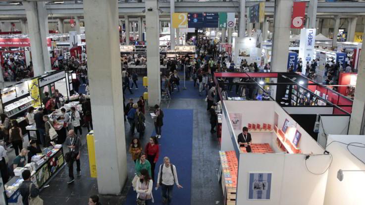 Salone del libro tra le polemiche, Comune di Torino e Regione presentano esposto contro Altaforte
