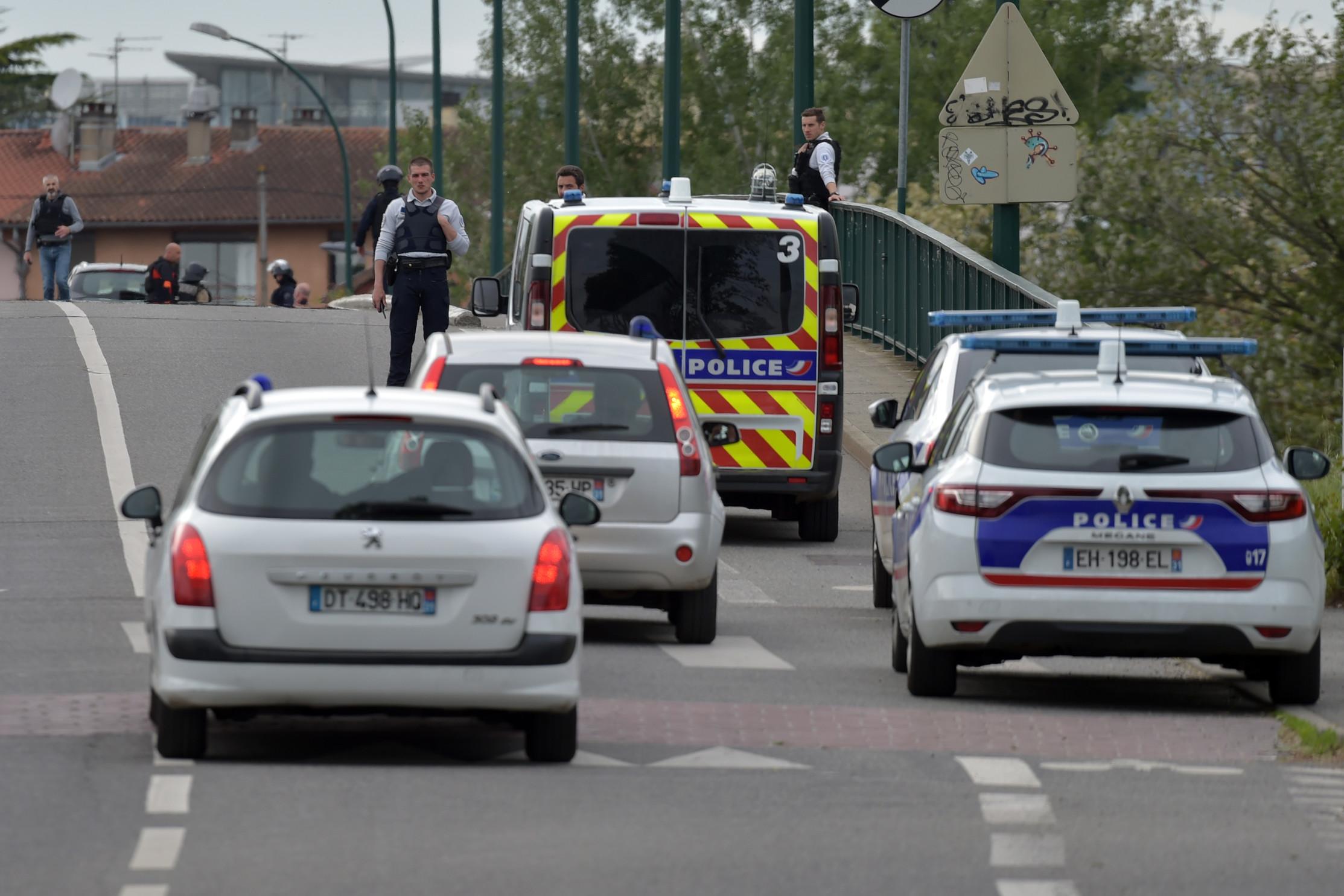"""Tolosa, liberate le quattro donne tenute in ostaggio da un 17enne. L'assalitore: """"Sono membro della milizia dei Gilet gialli"""""""