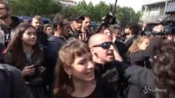 Casal Bruciato, Orfini e militanti Pd contestati al presidio antifascista