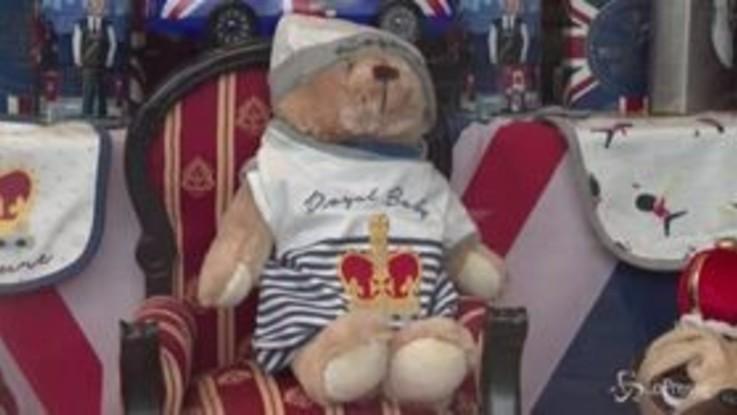 Royal Baby, orsetti, tutine e gadget di ogni tipo in onore di Archie